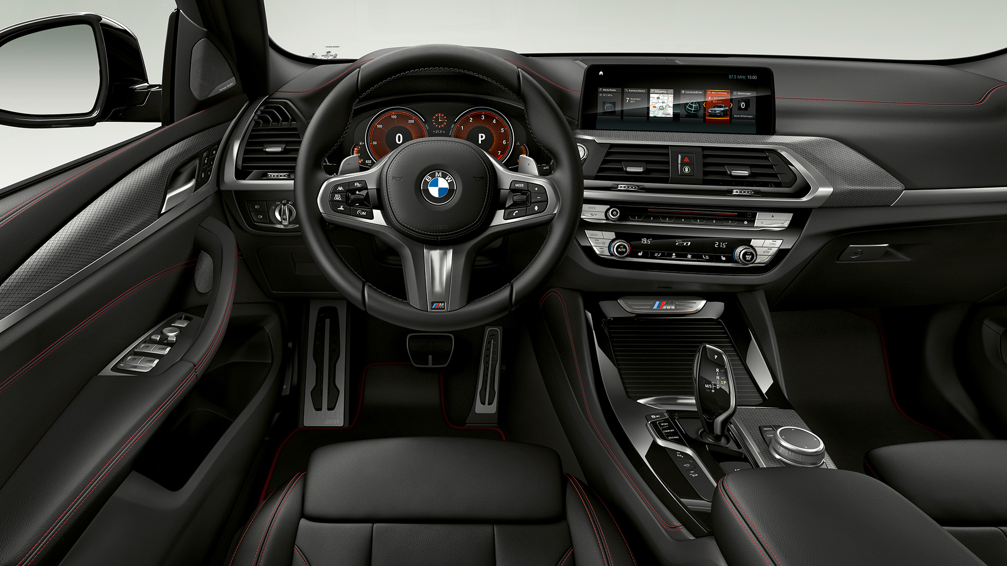 BMW X4 M40i and BMW X4 M40d, interior, cockpit with sport seats and M leather steering wheel.